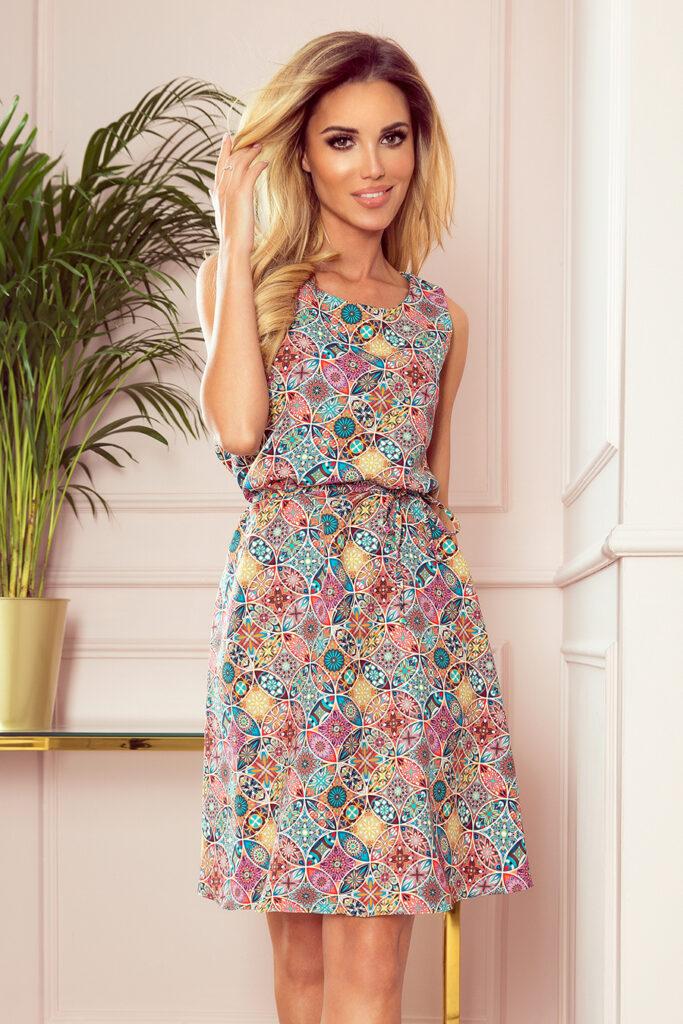 trapezowa sukienka w kolorowy wzór