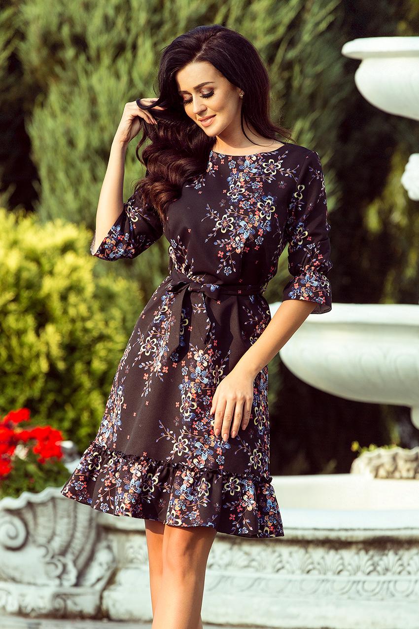 5d48635208 193-5 MAYA Sukienka z falbankami i paskiem - CZARNY + KOLOROWE KWIATY